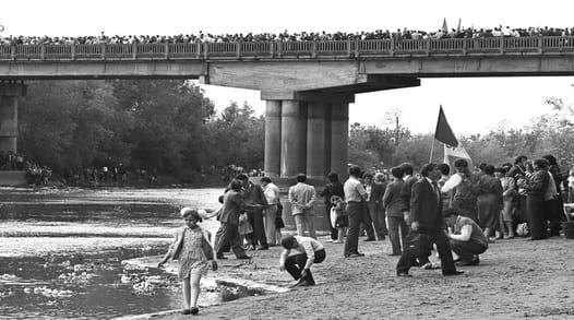 6 mai 1990 - ''Podul de flori'' peste Prut